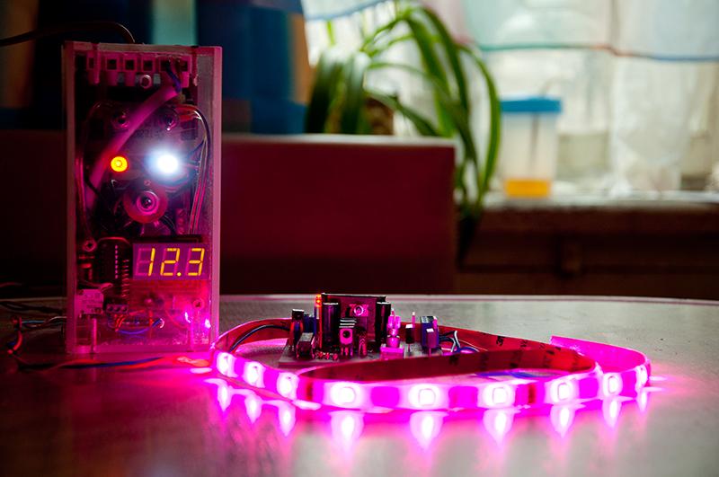 светодиодный светильник для подсветки и освещения растений
